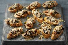 Food Garnishes, Chorizo, Bruschetta, Baked Potato, Muffin, Potatoes, Yummy Food, Baking, Breakfast