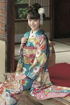 古典柄振袖 緑色/エメラルドグリーン色 商品画像1 Oriental Dress, Oriental Fashion, Asian Fashion, Japanese Costume, Japanese Kimono, Japanese Girl, Japanese Outfits, Japanese Fashion, Japanese Beauty