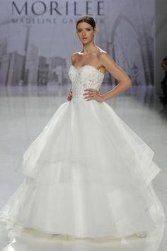 83ed467614 ... 10 - Seguimos desfile a desfile todas las tendencias en vestidos de  novia para 2018 presentadas en la última jornada de la Barcelona Bridal  Fashion Week