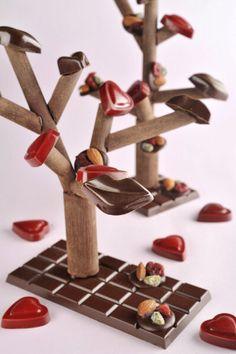 Christopher Roussel's lip chocolate Chocolate World, Chocolate Art, Chocolate Factory, Chocolate Treats, Best Chocolate, How To Make Chocolate, Homemade Chocolate, Chocolate Kisses, Christophe Roussel