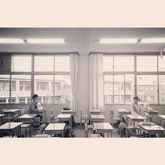 #母校 滋賀県で母校ロケ撮影。 あの頃の懐かしい席にただ座っていただきました。 それだけで充分だなぁ もう撮らなくてもいいや だって中途半端な事したら なーんか安っぽくなっちゃうし。 って思いました。 まっ やっぱり黒板とか色々たくさん撮りましたけどね! そらせっかく来たんだもの。笑 #結婚写真 #花嫁 #プレ花嫁 #結婚 #結婚式 #結婚準備 #婚約 #カメラマン #プロポーズ #前撮り #エンゲージ #写真家 #ブライダル #ゼクシィ #ブーケ #和装 #ウェディングドレス #ウェディングフォト #七五三 #お宮参り #記念写真 #ウェディング #weddingphoto #bumpdesign #バンプデザイン
