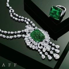 "71 Me gusta, 1 comentarios - @tancheeseng7472 en Instagram: ""#RepostSave @mm_mucevhermagazin with @repostsaveapp · · ·  By @graffdiamonds #emeralds #diamonds…"""