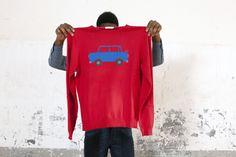 Oggi è #venerdì! Stile casual ammesso ma… con #classe! Il Brand #Sun68 ti propone capi i cui dettagli e i materiali derivano da una scrupolosa ricerca e selezione.  Oggi, ti suggeriamo questo maglione: come buon auspicio, da indossare anche in #ufficio, per un #weekend all'insegna di qualche bella scampagnata!  Lo puoi trovare nei nostri store e nel nostro E-Shop…
