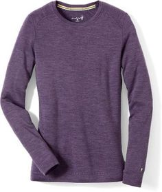 Keep her warm this holiday season! Use the women's SmartWool Midweight Crew top to enhance warmth and comfort during activity in cool weather.