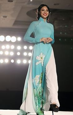 A model wearing áo dài as she walks down the catwalk at a fashion show in Vietnam, September 2013