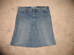 upcycling: making a skirt from a pair of jeans. I could use an extra skirt and since I don't want to buy new clothes until I loose some weight this could be a great idea. I could use a pair of my honey's old work jeans.