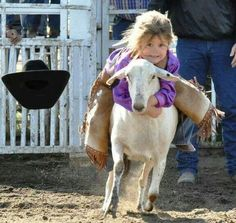 🐑 💨 📷🏆 🆒 💯 ❝ Mutton Bustin ✪❞_A Confident Rider loses her helmet ~ during a Rodeo ! Real Country Girls, Cute N Country, Country Life, Little Cowgirl, Cowboy And Cowgirl, Animals For Kids, Cute Animals, Arte Quilling, Farm Kids