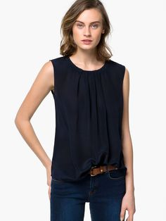 PLEATED TOP WITH COLLAR DETAIL