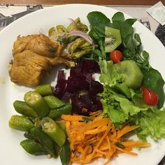 Almoço: salada verde beterraba cenoura jiló e frango com quiabo!  #Dukan #dukanmg #dukanbrasil #dukanalfenas #dietadukan #dietadukanbr #dukanianas #dukanetes #dukandiet #dieta #projetomimis #projetoviverdukan #projetocarolbuffara #projetojogauchasarada #saude #vidasaudavel #dieta #emagrecer #vemcomadri #atitudeboaforma #saúde #progjetoverao #foconadieta #lowcarb #qualidadedevida #dietasemsofrer by adrianabfreire