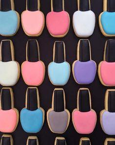 Just Lia - Blog de moda, dicas de beleza e estilo de vida - Página 2 Icing Nails, Spa Party Cakes, Party Favors, Sugar Cookies, Iced Cookies, Polish Cookies, Birthday Fashion, Cookie Decorating, Birthday Parties