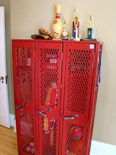 What a neat idea for an older boy's room. Great site: http://itsy-bits-and-pieces.blogspot.com