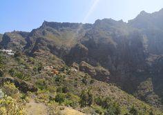 Masca on upea luonnonkaunis laakso komeiden vuorten keskellä Teneriffalla. Laaksoon vievät kapeat serpentiinitiet ovat ainoa reitti nähdä tämä saaren helmi. Lue lisää blogista! // www.kookospalmunalla.fi // Masca is a wonderful naturally beautiful valley in the middle of massive mountains in Tenerife. The narrow serpentine roads are the only way to reach the valley and the most beautiful spot on the island. More on blog! // #masca #tenerife #teneriffa #kookospalmunallablog #matkablogi Naturally Beautiful, Most Beautiful, Canary Islands, Safari, Middle, River, Mountains, Nature, Outdoor