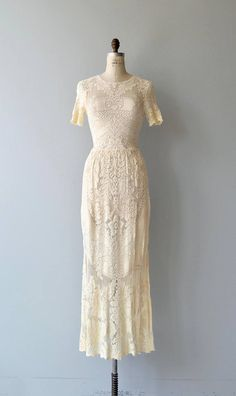 Vintage 1970s ivory cotton lace wedding gown with simple construction and shape but still timeless and elegant. High neckline, short sleeves, fitted waist and back zipper. Ultra comfortable. A slip is necessary, not included.   --- M E A S U R E M E N T S ---  fits like: small/medium bust: 34-36 waist: 27-30.5 hip: 46 length: 60 brand/maker: n/a condition: excellent  ✩ layaway is available for this item  To ensure a good fit, please read the sizing guide: http://www.e...