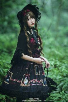 Gothic lolita loove this dress ♥