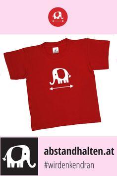 Noch auf der Suche nach dem perfekten Outfit für diesen Schulherbst? Das Kinder T-Shirt mit Babyelefant PRIM weist dezent auf den Sicherheitsabstand. So wird Abstandhalten gleich viel einfacher! #wirdenkendran #babyelefant #elefant #abstandhalten #covid19 #kinder #schulstart # backtoschool #tshirt Baby Elefant, Outfit, Mens Tops, Women, Fashion, Searching, Outfits, Moda, Fashion Styles