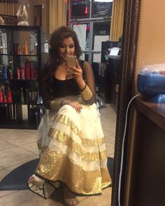 cool vancouver wedding I don't know how to take selfies. #smiles #indianfashion #indianweddings #salonlife by @artistnav  #vancouverwedding #vancouverwedding