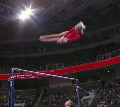 Two handed high-five? Nailed it. | 17 Gymnasts Who Totally Nailed It!