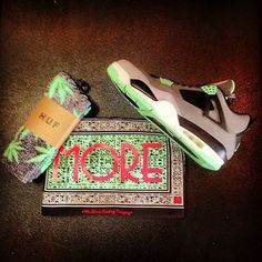 Nike Air Jordan 4 Retro IV GREEN GLOW Size 10.5