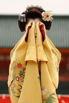 The maiko (apprentice geisha) Katsuyuki performing a dance at Heian Shrine, Kyoto, Japan.