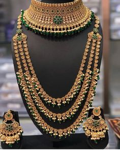New Bridal Jewellery Indian Gold Earrings Ideas Indian Bridal Jewelry Sets, Wedding Jewelry Sets, Bridal Accessories, Bridal Jewellery, Jewellery Shops, Kundan Set, Schmuck Design, Etsy, Fashion Jewelry