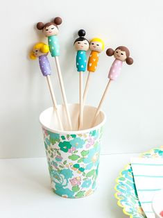Make these adorable kiddie cocktail stir sticks inspired by Kokeshi dolls for your next party! Crafts To Make, Crafts For Kids, Arts And Crafts, Diy Crafts, Clay Projects, Diy Craft Projects, Craft Ideas, Diy Kokeshi Dolls, Fairy Dolls