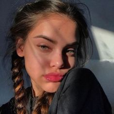 33 ideas photography poses selfie faces for 2019 Beauty Make-up, Beauty Hacks, Hair Beauty, Beauty Girls, Make Up Looks, Selfie Poses, Skin Makeup, Aesthetic Girl, Aesthetic Makeup