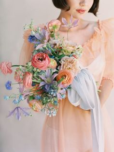 If a inspired wedding and a Jackie O vibe are right up your alley, you& want to get cozy with this collection of inspired imagery from Siren Floral Co. and This Modern Romance. Space Wedding, Wedding Day, Celtic Wedding, Floral Wedding, Wedding Colors, Summer Wedding Flowers, Wedding Venue Inspiration, Bride Bouquets, Floral Bouquets