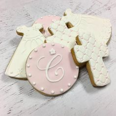 Our yummy cookie favors are baked with love using only the best ingredients! Buttery sugar cookies are topped with a homemade marshmallow fondant