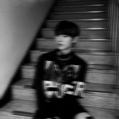 Gray Aesthetic, Black And White Aesthetic, Aesthetic Grunge, Kpop Aesthetic, Blur Picture, Picture Icon, Black And White Girl, Dark Pictures, Motion Blur
