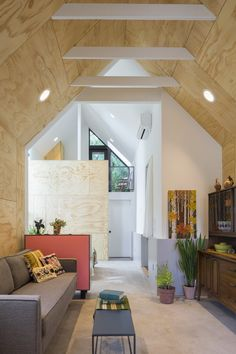 Seattle-based Best Practice Architecture have converted what was once a regular backyard garage and transformed it into a lofty and often tiny house. Cozy Living Spaces, Living Area, Loft Spaces, Small Spaces, Decor Interior Design, Interior Decorating, Exposed Rafters, Sala Grande, Seattle Homes