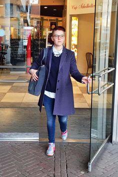 Outfit der Woche! Jeans, Strickpullover & gestreifte Hemdbluse: Marc O'Polo – Sweat-Kurzmantel: Opus – Tasche: Marc O'Polo - Lederkette: Leslii #fashion #ootw