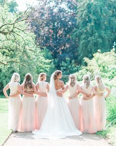 Bridesmaids on Dutch weddings is something I miss very often. I loveee bridesmaids but it's not very common here (I hope it will be). Bridesmaid Dresses, Wedding Dresses, Bridesmaids, Perfect Together, I Missed, Romantic Weddings, That Look, Elegant, Dutch