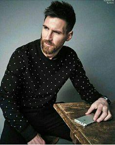 10cb8511006 Leo Messi Poses for Esquire México