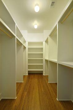 Barton Skyline #5 | Master closet | Austin Homebuilder | Custom Home | Modern Home | Green Building |