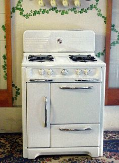 We actually had a stove a little older than this. The burners had to be lit with a match, and the stove had a chute to drop used matches in. :) This is like my grandmother's on my fathers side.when I was growing up Antique Kitchen Stoves, Antique Stove, Old Kitchen, 1950s Kitchen, Kitchen Reno, Vintage Kitchen Appliances, Retro Kitchen Decor, Kitchen Design, White Appliances