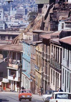 Valparaiso. Bajando desde el paseo 21 de mayo en Playa Ancha, al plan de la ciudad de Valparaiso