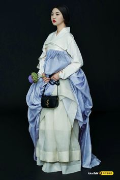 Korean Hanbok 한복 This hanbok is truly exquisite. Korean Traditional Clothes, Traditional Outfits, Korean Dress, Korean Outfits, Mode Baroque, Modern Hanbok, Korean Design, Oriental Fashion, Elle Magazine