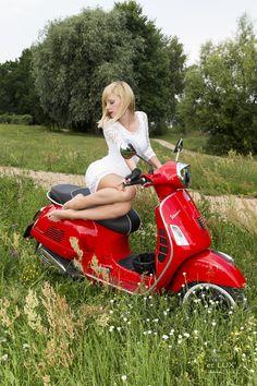 Session 'Garage Times II'  Photography: Atelier 'et Lux', Model: Natalia Sibirska  #Vespa