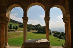 Santa Maria del Naranco. Oviedo - Buscar con Google Saloon Decor, Romanesque, Beautiful Landscapes, Pergola, Outdoor Structures, Salon Decorating, Decorating Ideas, Decor Ideas, Design Ideas