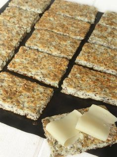 Cottage cheese bread (no flour), recipe in swedish Dinner Party Menu, Dinner Party Recipes, Lunch Recipes, Beef Recipes, Healthy Recipes, Breakfast Recipes, Tofu Marinade, Clean Eating Salads, Healthy Eating