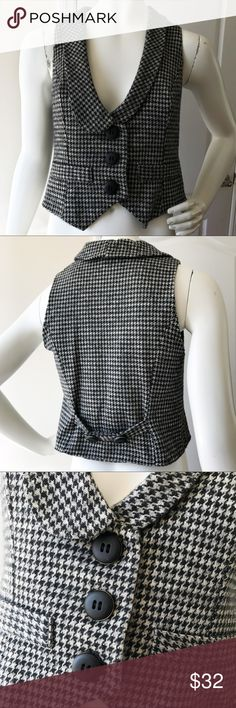 Ella Moss Black Grey Houndstooth Vest S Very good condition, fully lined in a pretty, satiny, grey/taupe pinstripe material. 43% viscose, 37% cotton, 10% polyester and 2% spandex. Lining is polyester. It's 18 inches long. Ella Moss Jackets & Coats Vests