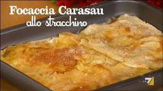 Golosissima e strepitosa ricetta dalla preparazione semplice e veloce, basta sovrapporre due fogli di pane carasau con in mezzo il formaggio.