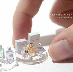 Miniature parfum By Rutile - Poupee Mignonne Polymère Kawaii Miniature parfum By Rutile / Miniature Crafts, Miniature Food, Miniature Dolls, Miniature Parfum, Miniature Houses, Barbie Accessories, Dollhouse Accessories, Accessoires Lps, Diy Doll Miniatures
