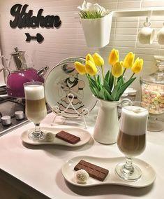 Aquele café especial no fim de tarde! Food Design, Coffee Break, Coffee Time, Ideas Desayunos, Cute Breakfast Ideas, Coffee Presentation, Breakfast Platter, Turkish Breakfast, Breakfast Bread Recipes