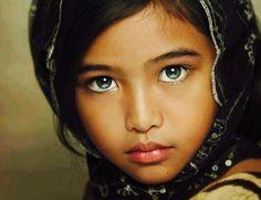 by Gansforever Osman - Babies & Children Child Portraits Precious Children, Beautiful Children, Beautiful Babies, Beautiful People, Most Beautiful, Absolutely Stunning, Kids Around The World, People Of The World, Stunning Eyes