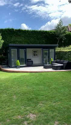 Garden Office & Lounge - Video tour around this lovely garden room with Martin Baker. This building provides office space an - Backyard Office, Backyard Studio, Backyard Sheds, Garden Office Shed, Outdoor Office, Garden Sheds, Office Lounge, Outdoor Garden Rooms, Outdoor Living