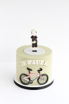 Cycling cake by Rebecca Davies Cake Design Más Bicycle Cake, Bike Cakes, Mountain Bike Cake, Sports Themed Cakes, Pool Cake, Single Tier Cake, Fab Cakes, Torte Cake, Cake Factory