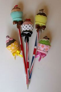 Katherine González's media statistics and analytics Hobbies And Crafts, Diy And Crafts, Arts And Crafts, Sleepover Crafts, Felt Crafts Patterns, Felt Finger Puppets, Pencil Toppers, Candy Crafts, Candy Bouquet