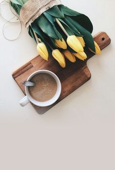 My two favorite things! Photography Ideas At Home, Flat Lay Photography, Autumn Photography, Book Photography, Iphone Wallpaper Photography, Get Well Soon Flowers, Pen Down, Coffee Latte Art, Minimal Photo