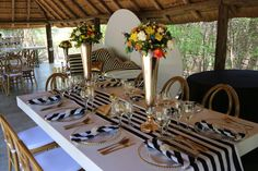 Traditional Wedding Decor, African Traditional Wedding, Wedding Table Decorations, Wedding Things, How To Memorize Things, Table Settings, Place Settings, Wedding Tables Decor, Tablescapes